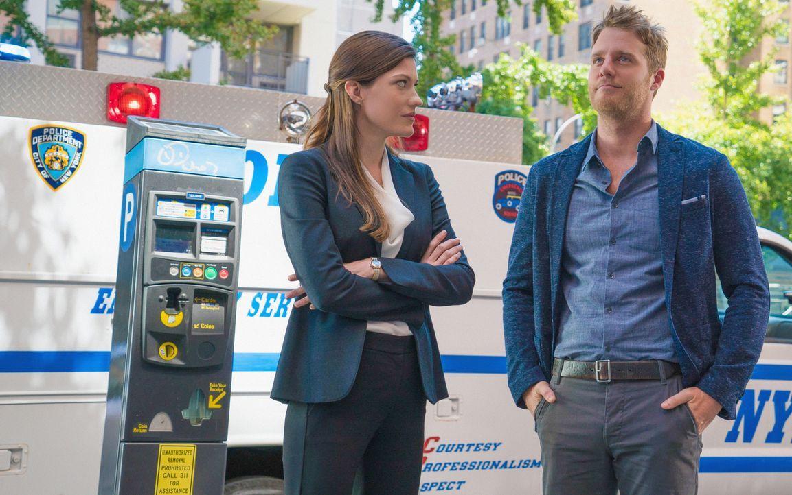 Gemeinsam versuchen sie Kriminalfälle zu lösen: Brian (Jake McDorman, r.) und Rebecca (Jennifer Carpenter, l.) ... - Bildquelle: David M. Russell 2015 CBS Broadcasting, Inc. All Rights Reserved