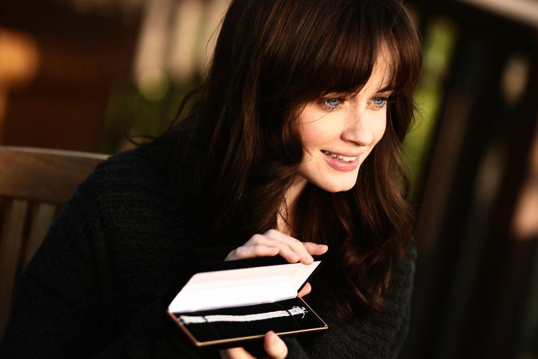 Rory (Alexis Bledel) freut sich riesig über ihr Valentinsgeschenk ... - Bildquelle: Copyright Warner Brother International Television