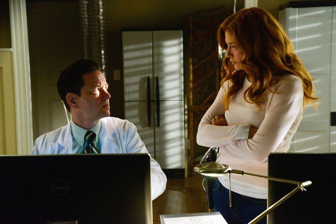 Kann Dr. Marston (Frank Whaley, l.) Julia (Rachelle LeFevre, r.) endlich die Antworten geben, nach denen sie so verzweifelt sucht? - Bildquelle: Brownie Harris 2015 CBS Studios Inc.