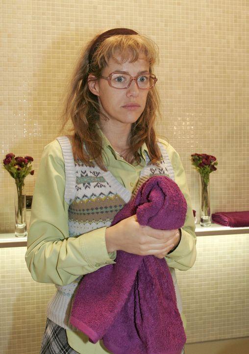 Nachdem das Supermodel Magdalena den Waschraum verlassen hat, wird Lisa (Alexandra Neldel) wieder einmal bewusst, dass sie nie einen Platz in der We... - Bildquelle: Sat.1