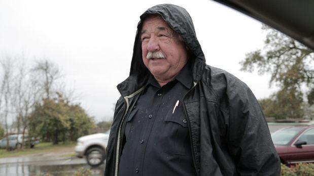 Polizei Offizier John Dubuisson (Foto) berichtet über seine Versuche, die Bev...