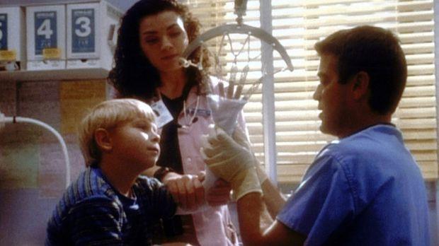Der um seine kleinen Patienten rührend bemühte Kinderarzt Dr. Ross (George Cl...