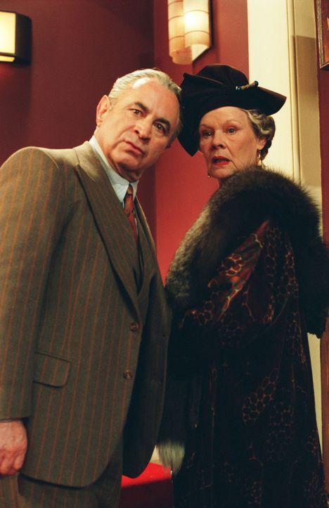 Geraten immer wieder aneinander: Manager Vivian Van Damm (Bob Hoskins, l.) und Theater-Besitzerin Mrs. Laura Henderson (Judi Dench, r.) ... - Bildquelle: The Weinstein Company All rights reserved