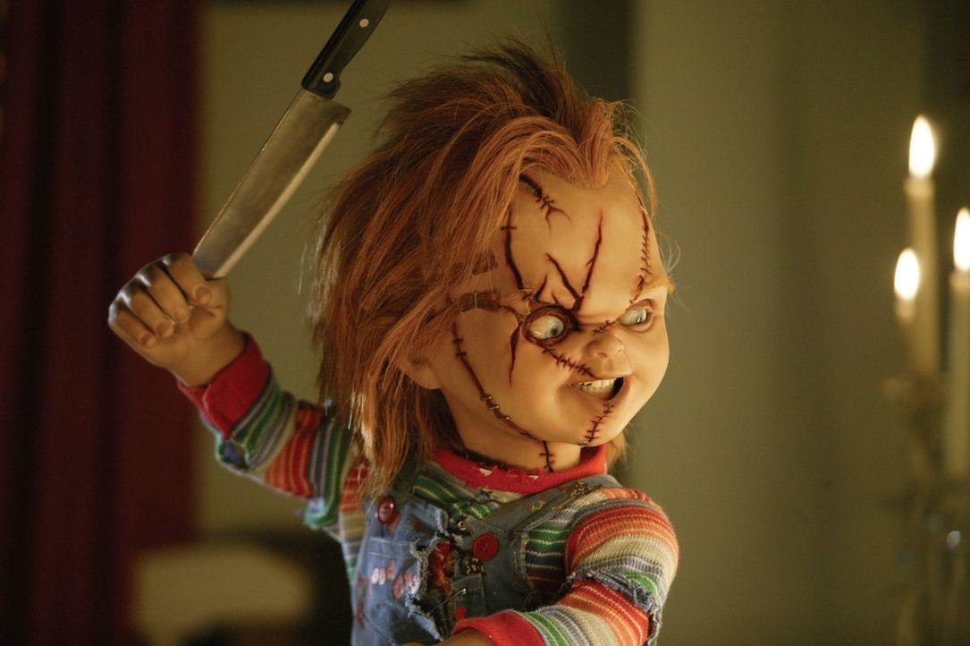 Kaum von den Toten erweckt, da geht Chucky auch schon wieder seiner liebsten Beschäftigung nach: Morden! - Bildquelle: Constantin Film