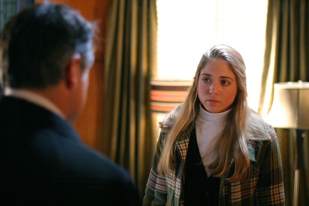 Kann Nell Clausen (Brooke Nevin, r.) Jack Malone (Anthony LaPaglia, l.) bei seinen Ermittlungen behilflich sein? - Bildquelle: Warner Bros. Entertainment Inc.