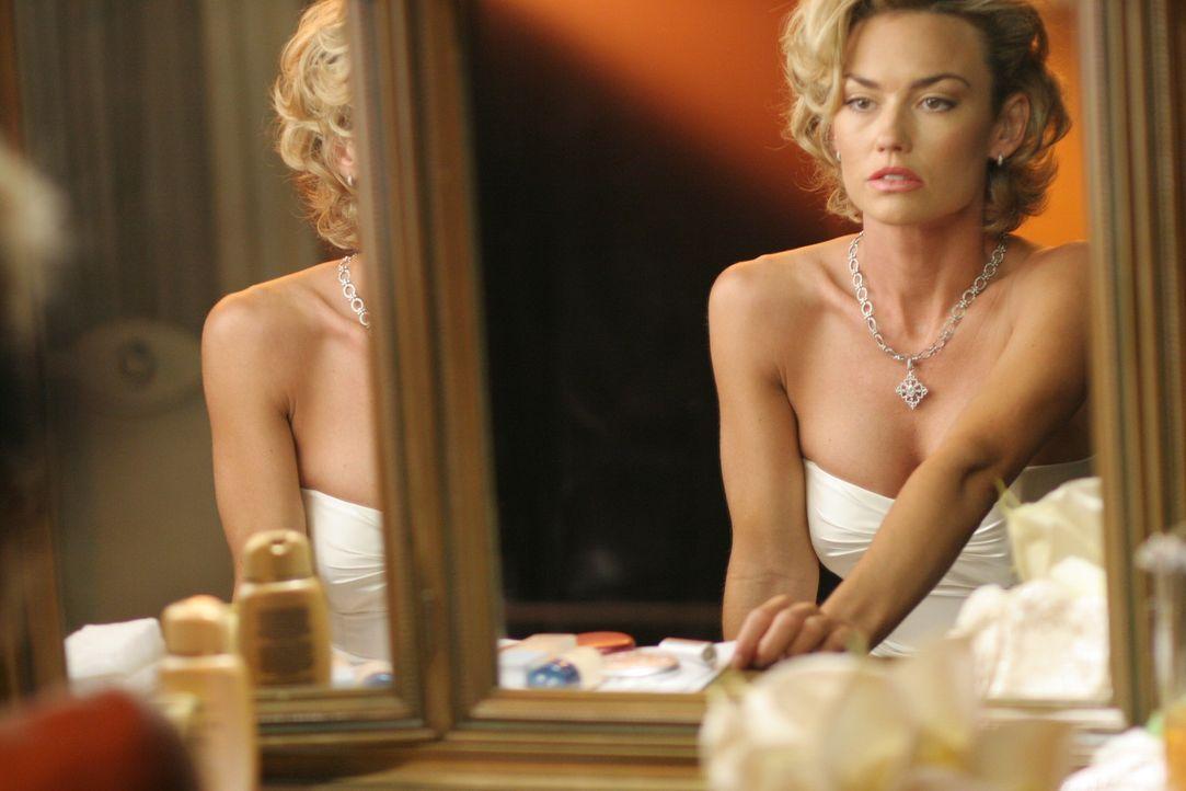 Wird sie das Richtige tun?: Kimber (Kelly Carlson) ... - Bildquelle: TM and   2005 Warner Bros. Entertainment Inc. All Rights Reserved.