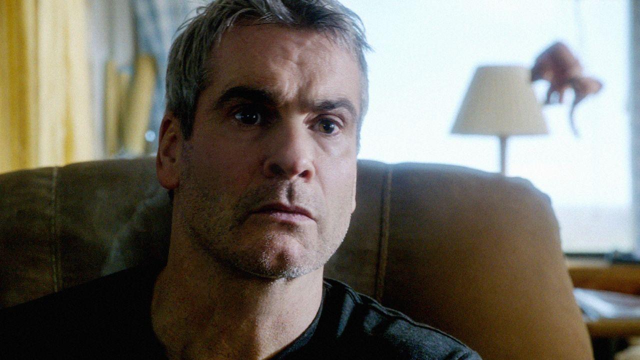 Hat Ray Beckett (Henry Rollins) etwas mit dem aktuellen Fall von Five-O zu tun? - Bildquelle: 2013 CBS Broadcasting, Inc. All Rights Reserved.