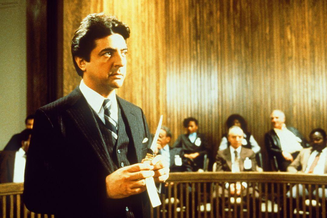 Der Rechtsanwalt Charlie Stella (Joe Mantegna) führt dem Richter erdrückendes Beweismaterial vor ... - Bildquelle: TriStar Pictures