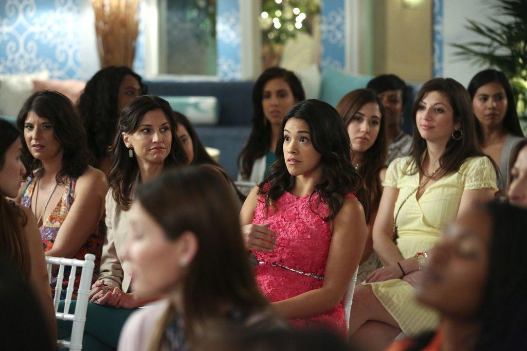 Als ihre Lieblingsautorin im Hotel auftaucht, ist Jane (Gina Rodriguez, M.) völlig aus dem Häuschen. Doch wird sie wirklich auf sie treffen? - Bildquelle: 2014 The CW Network, LLC. All rights reserved.