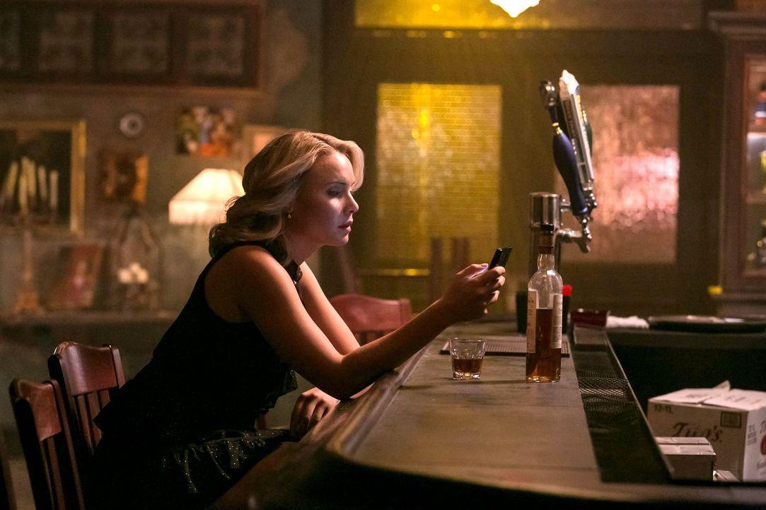Als Cami (Leah Pipes) das Geheimnis eines Bekannten aufdeckt, muss sie eine wichtige Entscheidung treffen ... - Bildquelle: Warner Bros. Television