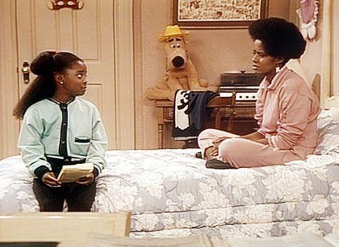 Bill Cosby Show - Vanessa (Tempsett Bledsoe, r.) schmeißt Orangensaft um und...