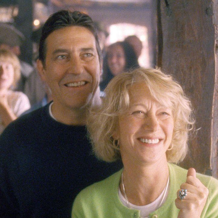 Rod Harper (Ciaran Hinds, l.) ist sehr stolz auf seine Frau Chris (Helen Mirren, r.), die mit ihrer Initiative unglaubliches erreicht hat ... - Bildquelle: Buena Vista Pictures Distribution /   Touchstone Pictures. All Rights Reserved.
