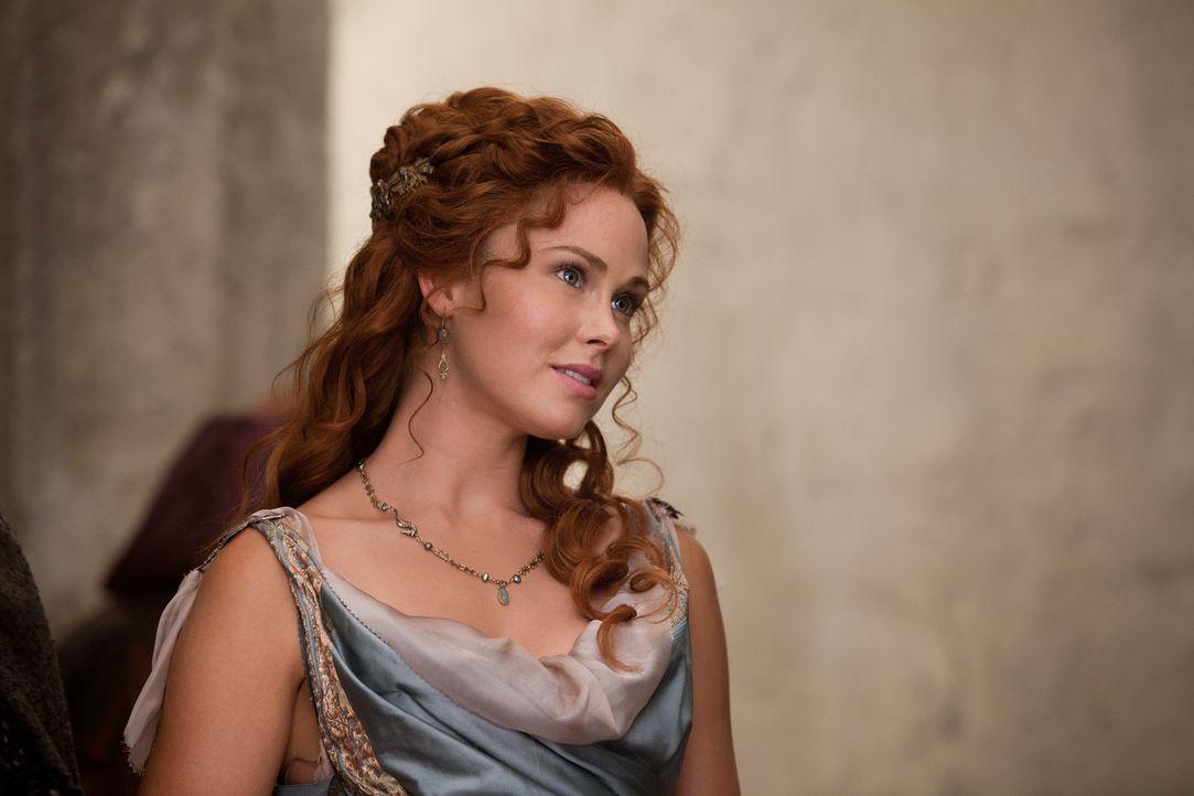 Noch ist Laetas (Anna Hutchinson) Welt in Ordnung, doch dann brechen Spartacus und seiner Männer in ihre heile Welt ein ... - Bildquelle: 2012 Starz Entertainment, LLC.  All Rights Reserved
