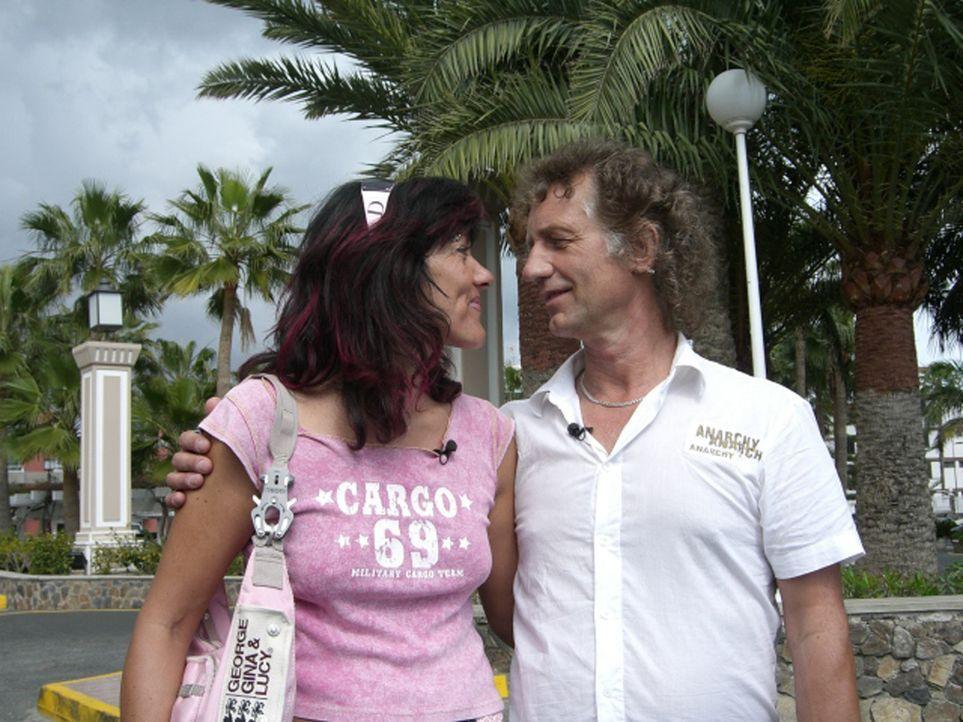 Wenn es nach Wigand Hensler (56) und Britta Krohn (45) geht, sind auf Gran Canaria bald alle tätowiert, denn dorthin wollen die beiden Deutschen au... - Bildquelle: kabel eins