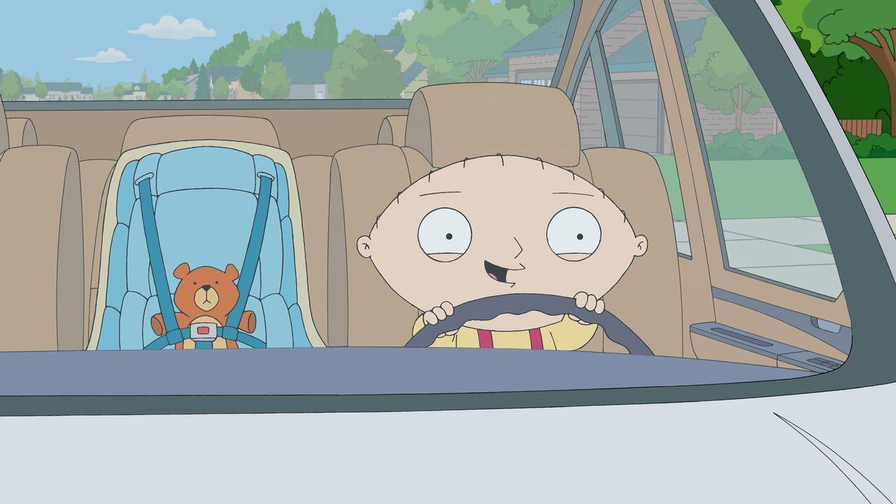 Stewie entdeckt das Autofahren für sich und leiht sich heimlich Brians Wagen ... - Bildquelle: 2011 Twentieth Century Fox Film Corporation. All rights reserved.