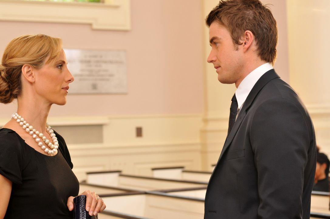 Eigentlich wollte Nico (Kim Raver, l.) ihre Affäre mit Kirby (Robert Buxkley, r.) beenden, um ihre Ehe mit Charles zu retten. Doch ihr Mann macht ih... - Bildquelle: NBC, Inc.