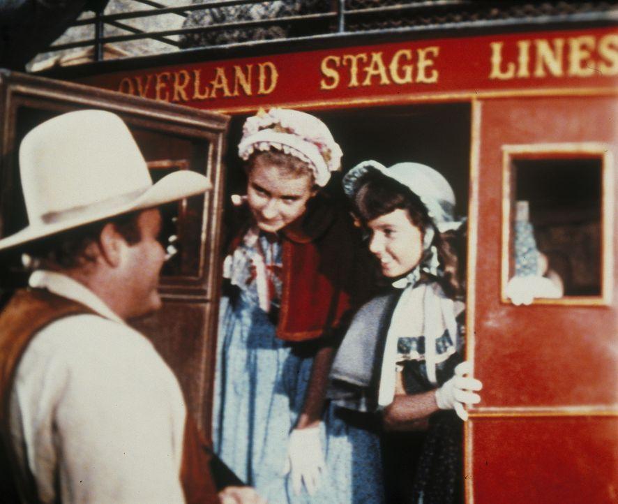 Als Hoss (Dan Blocker) die beiden Mädchen zu ihrer Tante bringen will, sind plötzlich Banditen hinter ihnen her ... - Bildquelle: Paramount Pictures