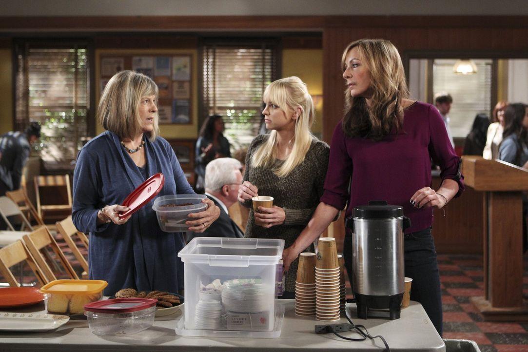 Bei den Anonymen Alkoholikern: Marjorie (Mimi Kennedy, l.), Bonnie (Allison Janney, r.) und Christy (Anna Faris, M.) ... - Bildquelle: Warner Bros. Television