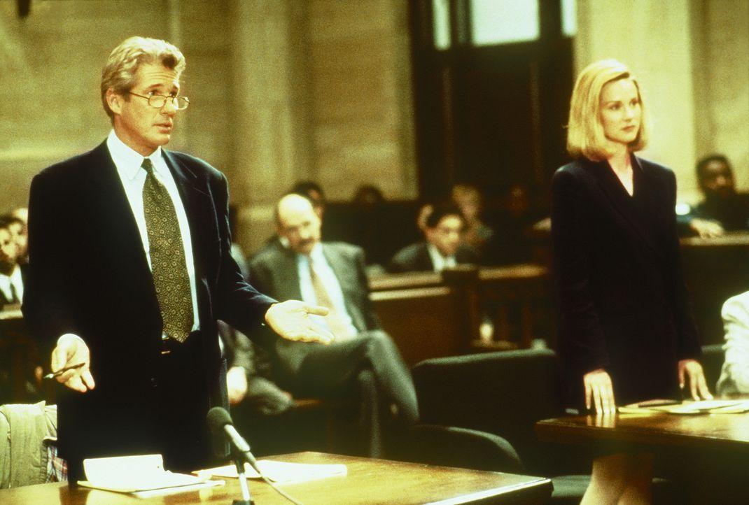 Staatsanwältin Janet Venable (Laura Linney, r.) hat noch eine Rechnung mit dem Staranwalt Martin Vail (Richard Gere, l.), ihrem Ex-Liebhaber, offen.... - Bildquelle: PARAMOUNT PICTURES CORPORATION