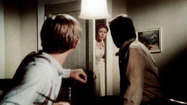 Olivia (Michael Learned, M.) teilt John Walton (Ralph Waite, r.) und John-Boy...