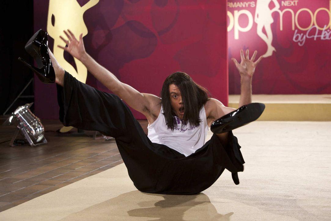 (5. Staffel) - Der Meister auf dem Laufsteg: Jorge Gonzalez (Max Giermann) ... - Bildquelle: Kai Schulz ProSieben