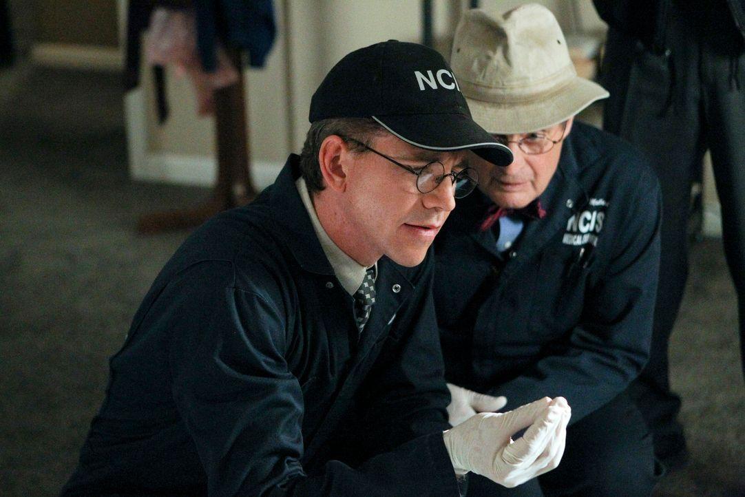 Ein neuer Mordfall bereitet Ducky (David McCallum, r.) und Jimmy (Brian Dietzen, l.) Kopfzerbrechen ... - Bildquelle: CBS Television