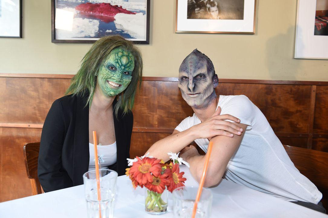 Entspricht Alien Willi (r.) den Vorstellungen der Eidechse Denise (l.)? - Bildquelle: Andre Kowalski sixx