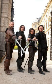 Die drei Musketiere - Einer für alle, alle für einen: (v.l.n.r.) Porthos (Ray...