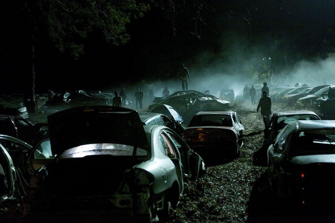 Wenn die Dunkelheit kommt... - Bildquelle: Warner Bros.Entertainment Inc.