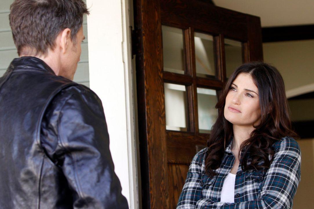 Petes (Tim Daly, l.) Beziehung zu Lisa (Idina Menzel, r.) wird durch Violets Schwangerschaft immer komplizierter .... - Bildquelle: ABC Studios