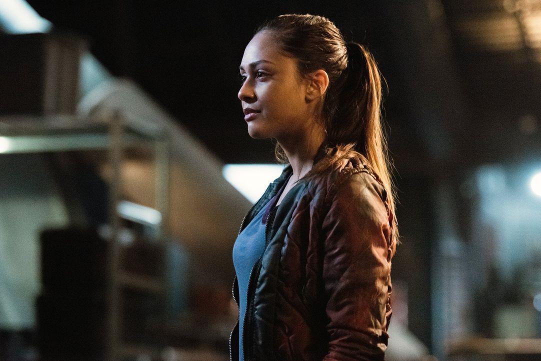 Ist es bereits zu spät, als Raven (Lindsey Morgan) erkennt, dass nicht all ihre Freunde Verbündete sind ... - Bildquelle: 2014 Warner Brothers