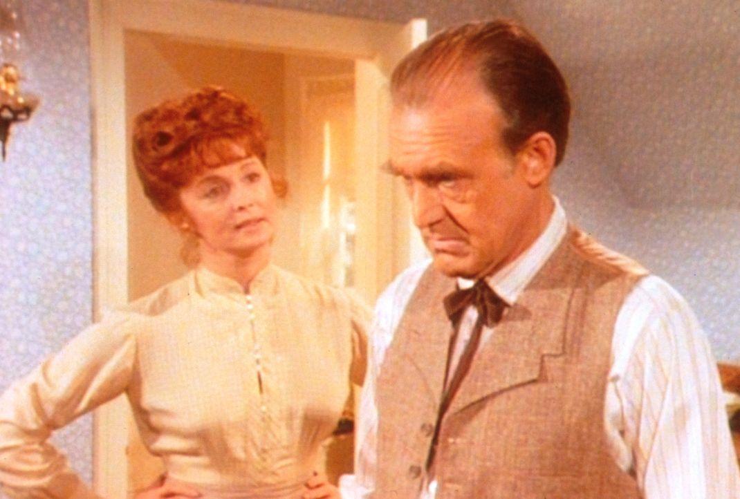 Nach all den vergnüglichen Stunden zu zweit erwartet Molly (Suzanne Rogers, l.) nun, dass Mr. Oleson (Richard Bull, r.) um ihre Hand anhält. - Bildquelle: Worldvision