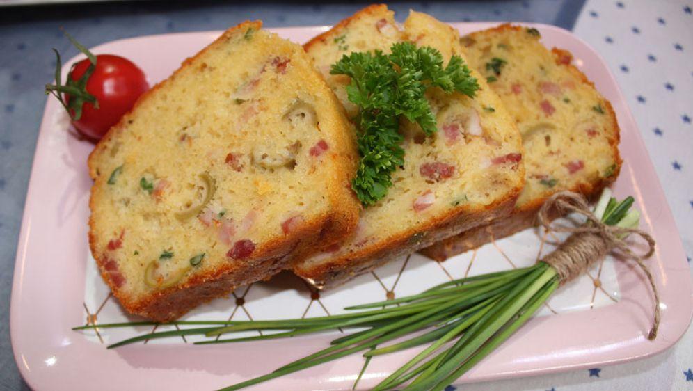 Cake Salé mit Speck und Oliven - Bildquelle: sixx