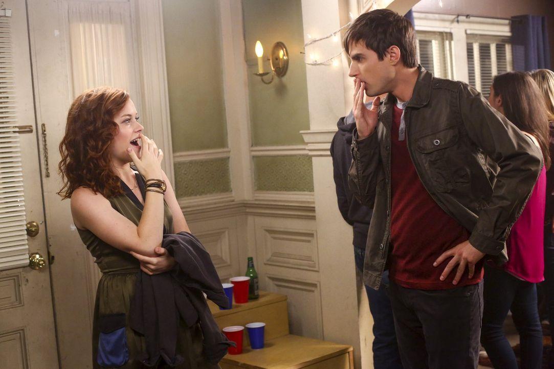 Tessa (Jane Levy, l.) überredet Malik und Lisa, mit ihr auf eine College-Party zu gehen. Dort kommt es zu einer überraschenden Begegnung mit Mark (A... - Bildquelle: Warner Bros. Television