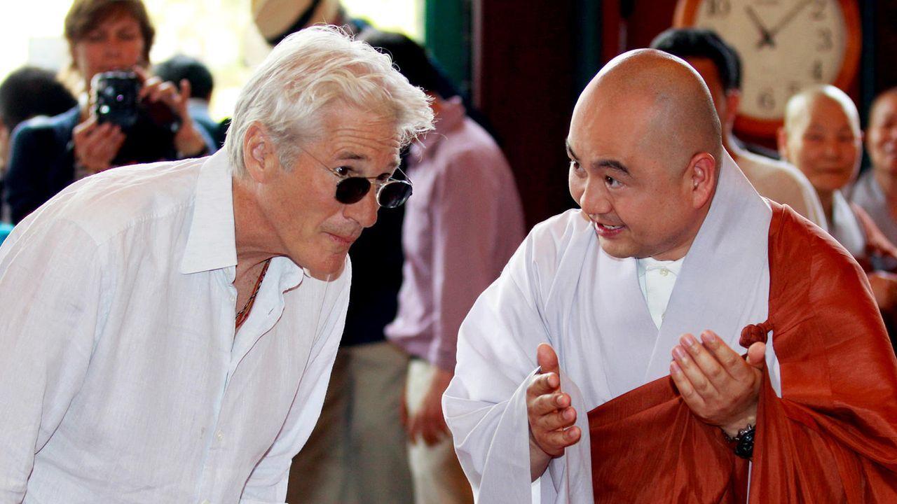 Richard Gere mit dem buddhistischen Mönch Sung Jin - Bildquelle: AFP