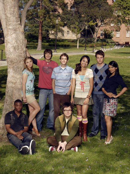 (2. Staffel) - Herzschmerz, Comingouts und Intrigen: Rebecca (Dilshad Vadsaria, hinten r.), Evan (Jake McDorman, hinten 2.v.r.), Casey (Spencer Gram... - Bildquelle: ABC Family