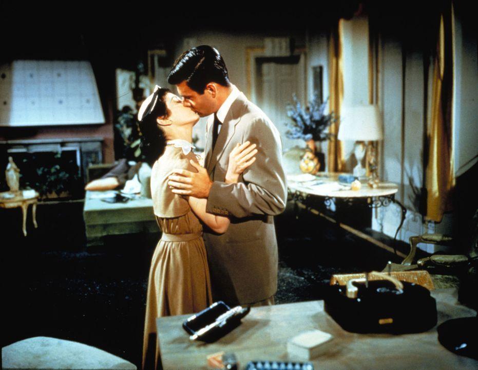 Hat die Amerikanerin Maria (Maggie McNamara, l.) ihren Traummann in dem italienischen Fürsten (Louis Jourdan, r.) gefunden? - Bildquelle: 1954 Twentieth Century Fox Film Corporation.