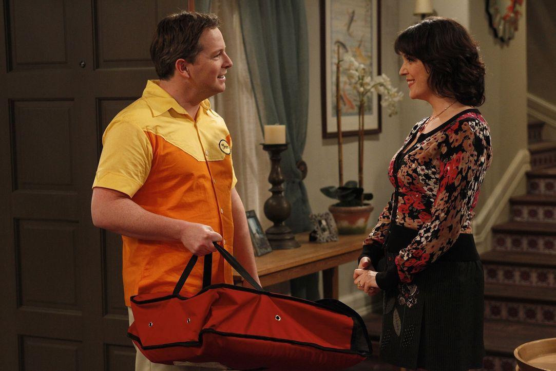 Charlie und Rose (Melanie Lynskey, r.) treffen sich weiter heimlich. Noch weiß Charlie nicht, dass Rose gar nicht verheiratet ist und sie die Hochze... - Bildquelle: Warner Brothers Entertainment Inc.