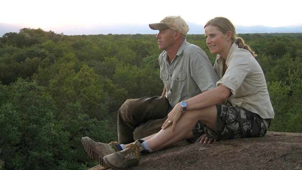 """Gerti und Philip Kusseler sind begeisterte Reiter. Seit 1992 sind sie jedes Jahr nach Afrika gereist und immer wieder im Kruger-Nationalpark im Nordosten Südafrikas """"gelandet"""". 1998 sind beide nach Südafrika gegangen, um dort ein Ressort für Pferdesafaris aufzuziehen."""