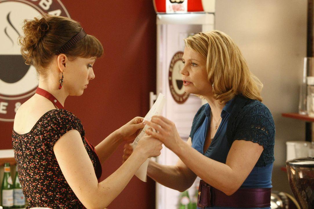 Ein Fall jagt den nächsten: Danni (Annette Frier, r.) kann aber auf die Hilfe ihrer Freundin Bea (Nadja Becker, l.) zählen ... - Bildquelle: SAT.1