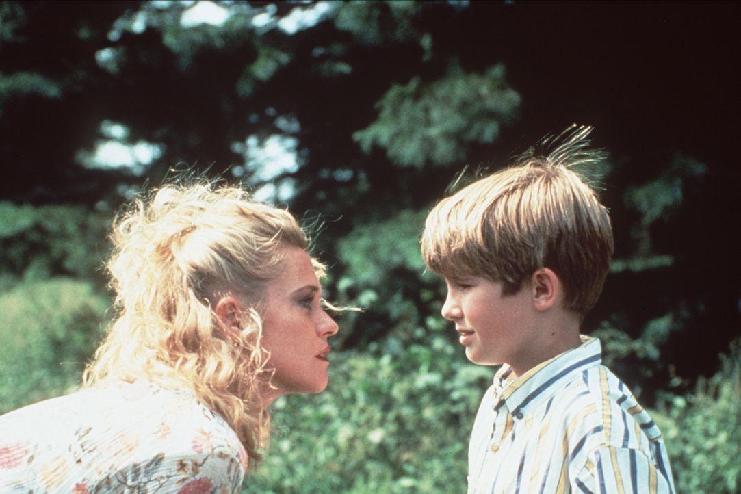 Das herzensgute Straßenmädchen V (Melanie Griffith, l.) kann Franks (Michael Patrick Carter, r.) Vertrauen gewinnen. - Bildquelle: Paramount Pictures