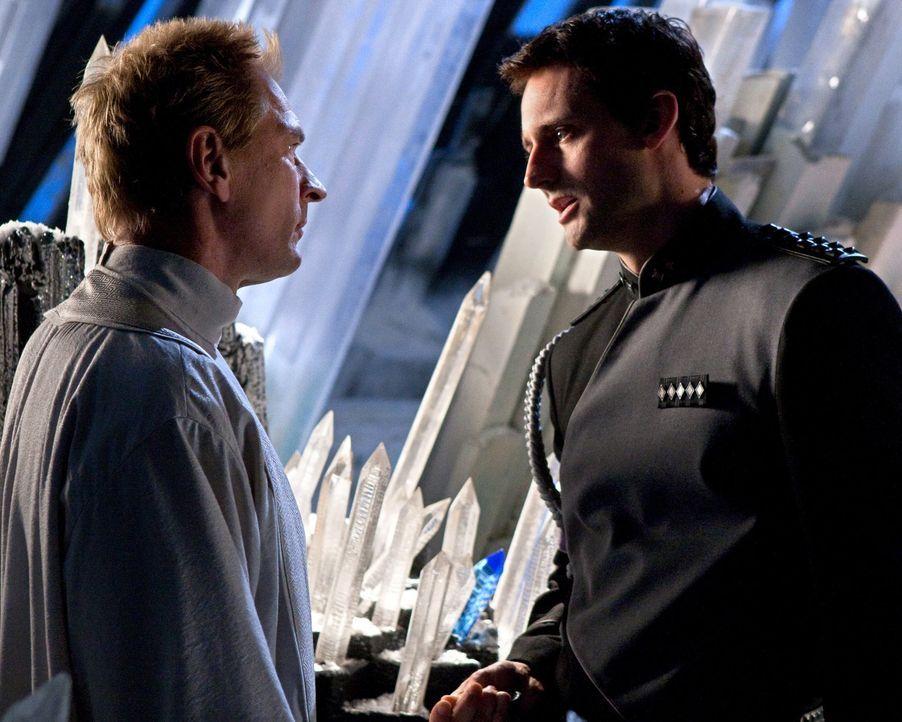 Clarks Bemühungen waren umsonst: Zod (Callum Blue, r.) findet seinen Vater Jor-El (Julian Sands, l.) vor ihm ... - Bildquelle: Warner Bros.