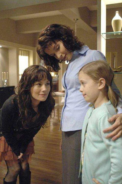 Als plötzlich Dianas (Jacqueline McKenzie, M.) jüngere Schwester April (Natasha Gregson Wagner, l.) auftaucht ist Diana überrascht. Sie lässt sich j... - Bildquelle: Viacom Productions Inc.