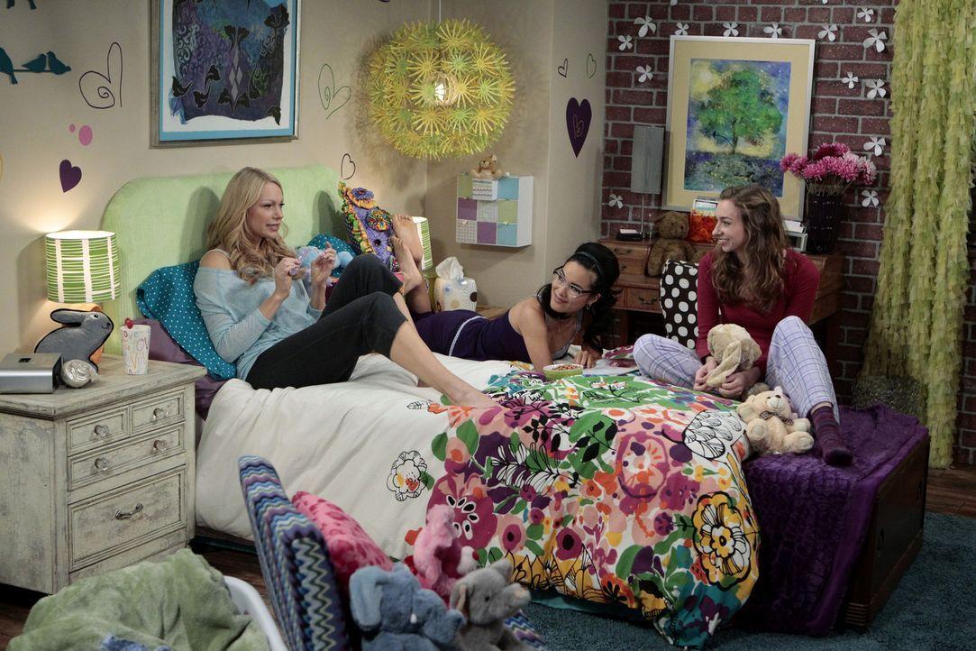 Mädchenabend: Dee Dee (Lauren Lapkus, r.), Chelsea (Laura Prepon, l.) und Olivia (Ali Wong, M.) ... - Bildquelle: Warner Bros. Television