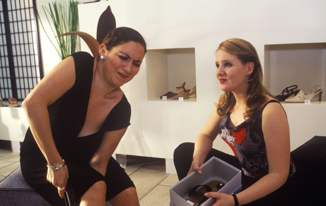 Was Frauen alles in Kauf nehmen, wenn sie ein ansprechendes Paar Schuhe gefunden haben, ist doch wirklich etwas übertrieben, oder? (Shirin Soraya,... - Bildquelle: Sat.1
