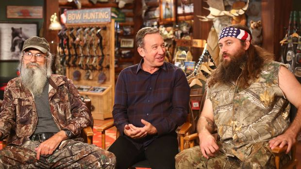 Mike (Tim Allen, M.) hat Brody (Willie Robertson, r.) und Uncle Ray (Si Rober...