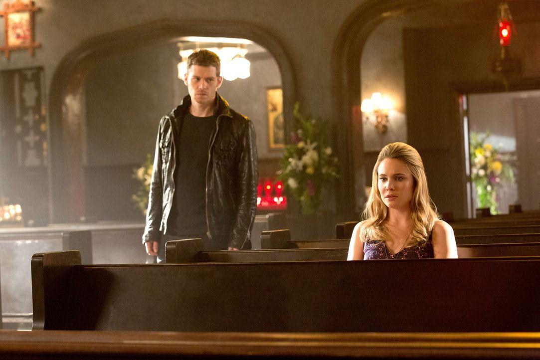 Cami (Leah Pipes, r.) muss eine schwerwiegende Entscheidung treffen. Wird Klaus (Joseph Morgan, l.) ihr helfen können? - Bildquelle: Warner Bros. Television