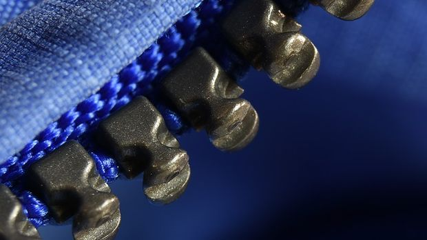 Reißverschlüsse kommen in Metall oder Kunststoff daher.