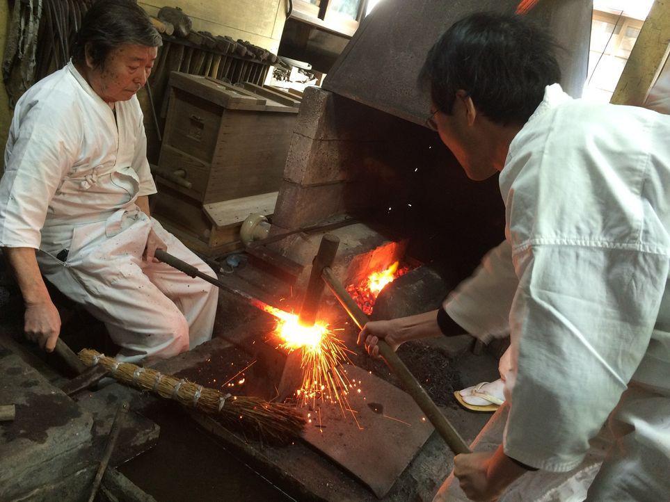 In Japan werden ganz besondere Samurai-Schwerter gefertigt. Josh macht sich jedoch auf die Suche nach einer ganz besonderen Klinge: dem alten, versc... - Bildquelle: 2015, The Travel Channel, L.L.C. All Rights Reserved.