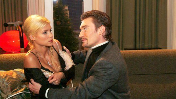 Richard (Karim Köster, r.) verlangt von Sabrina (Nina-Friederike Gnädig, l.),...